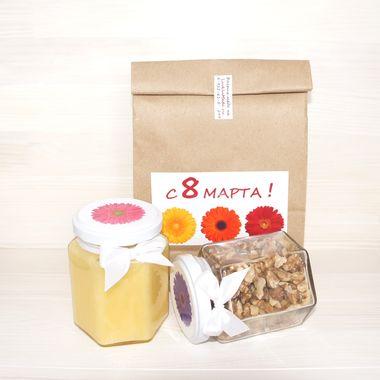 Подарочный набор с мёдом и орехами к 8 марта фото 2